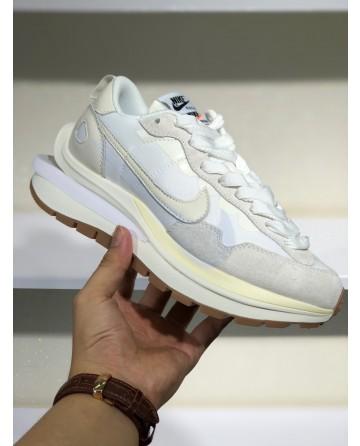 A New Sacai x Nike Pegasus Vaporfly White Sports Shoes
