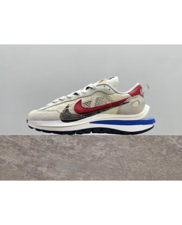 Sacai x Nike VaporWaffle Royal Fuchsia Sports Shoes