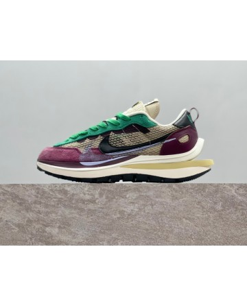 Sacai x Nike VaporWaffle String Villain Red Sports Shoes